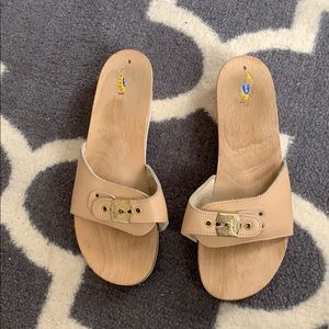 Dr Scholl's tan and gold wooden clog sandals
